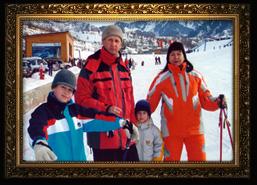 С сыном и внуками на горных лыжах